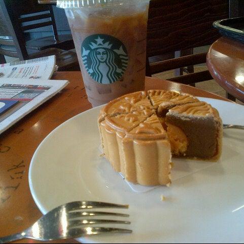 Photo taken at Starbucks by Sarn T. on 8/6/2012