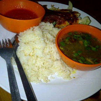 Photo taken at Restoran Warisan Maju by Acha Y. on 11/14/2011
