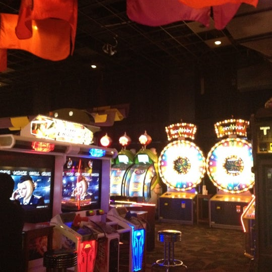 Photo taken at Dave & Buster's by Nirav P. on 3/12/2012