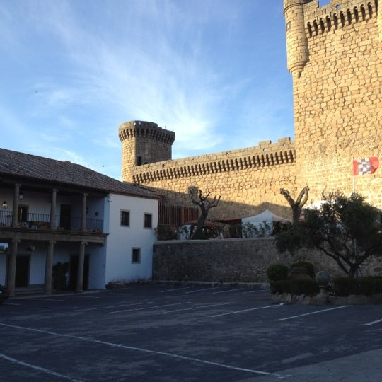 Photo taken at Hotel Parador de Oropesa by Luis Y. on 4/22/2012