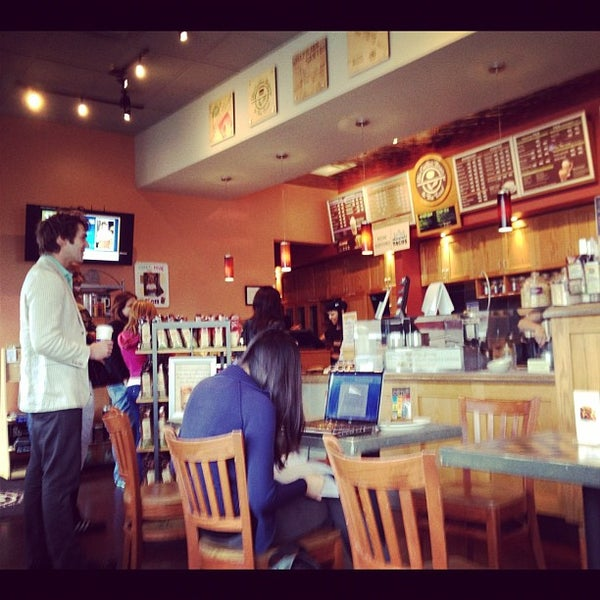 Photo taken at The Coffee Bean & Tea Leaf by Dan K. on 10/28/2011
