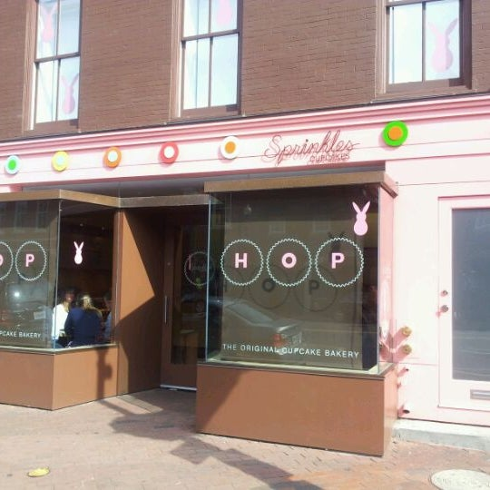 Photo taken at Sprinkles Cupcakes by Kun Woo K. on 4/8/2012