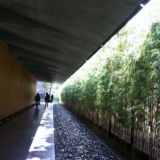 Photo taken at Nezu Museum by nyauru m. on 3/24/2012