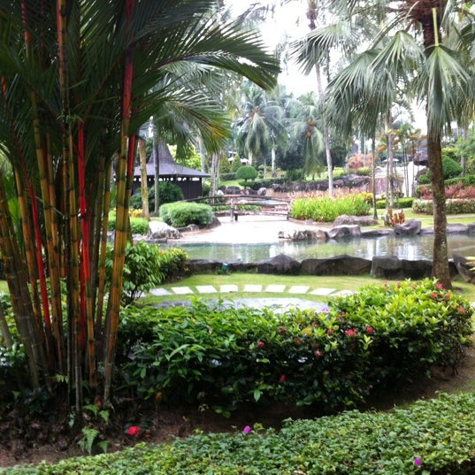 Photo taken at Cyberview Lodge Resort & Spa by Azhar A. on 11/26/2011