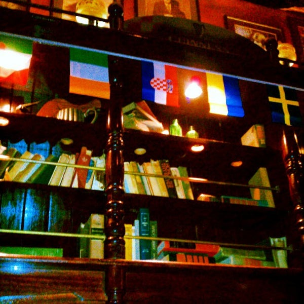 Photo taken at Fadó Irish Pub & Restaurant by Jon E. on 5/11/2012
