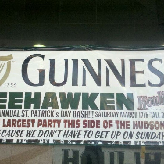 Photo taken at Houlihan's by Alex G. on 3/16/2012