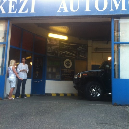 Photo taken at Non Stop Kézi Autómosó by Ahmet F. on 7/13/2011