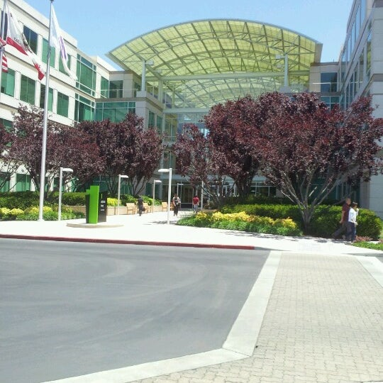 Photo taken at Apple Inc. by Thai C. on 6/13/2012