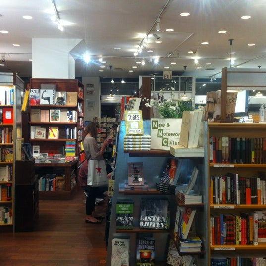 Photo taken at McNally Jackson Books by Barion G. on 8/22/2012