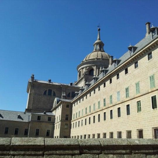 Photo taken at Monasterio de San Lorenzo de El Escorial by Ruben H. on 8/6/2012