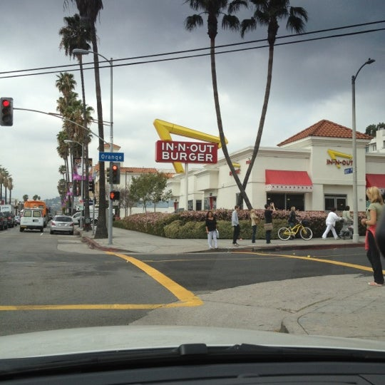 Photo taken at In-N-Out Burger by Tamara R. on 3/23/2012