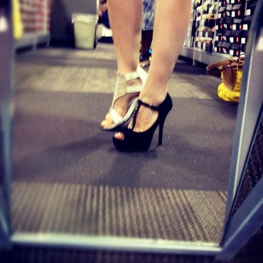 Does Designer Shoe Warehouse Sell Men S Shoes