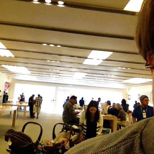 Photo taken at Apple La Cantera by Darrell H. on 4/20/2012