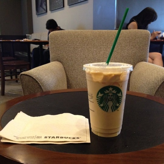 Photo taken at Starbucks by JAZZza on 5/2/2012