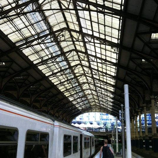 Photo taken at London Liverpool Street Railway Station (LST) by 🇬🇧'Kevin S. on 8/18/2012