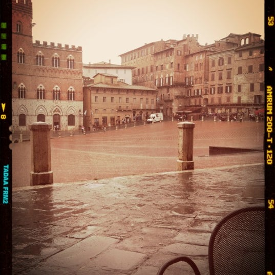 Photo taken at Piazza del Campo by Ololyolka on 9/3/2012