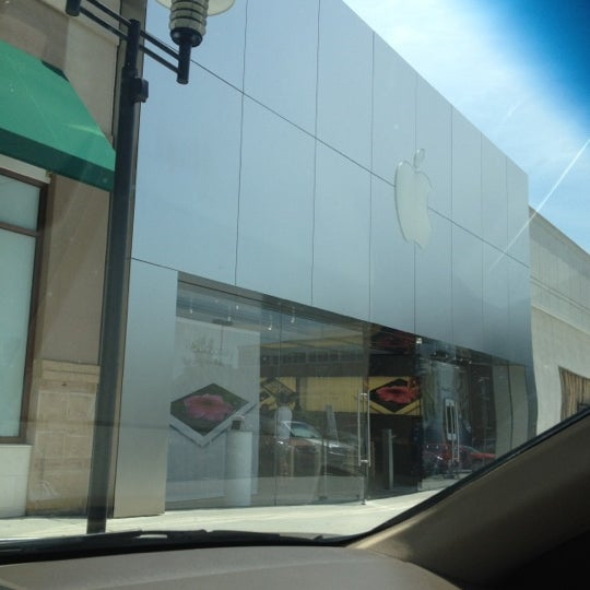 Photo taken at Apple Store, Friendly Center by Miguel M. on 6/9/2012