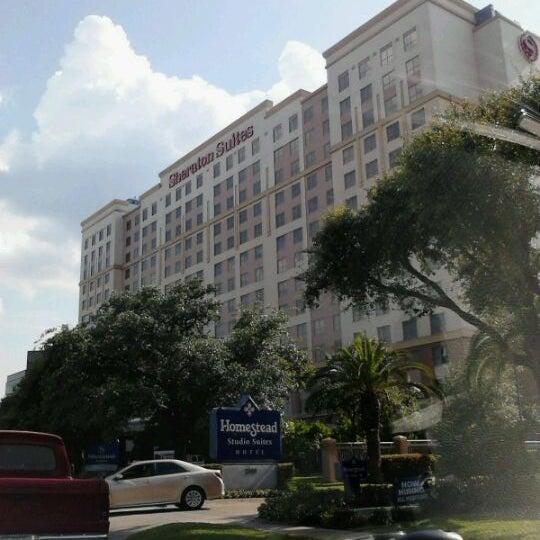 Photo taken at Sheraton Suites Houston Near The Galleria by Jos V. on 5/16/2012