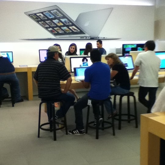 Photo taken at Apple Store, La Cantera by Juan Carlos B. on 7/14/2012