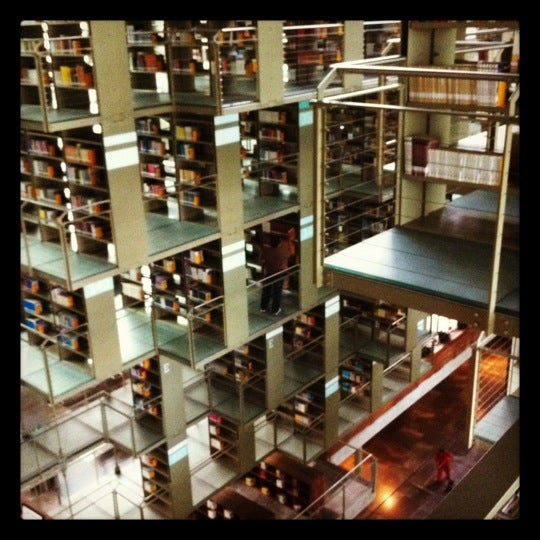 Photo taken at Biblioteca Vasconcelos by Daratea Q. on 7/24/2012