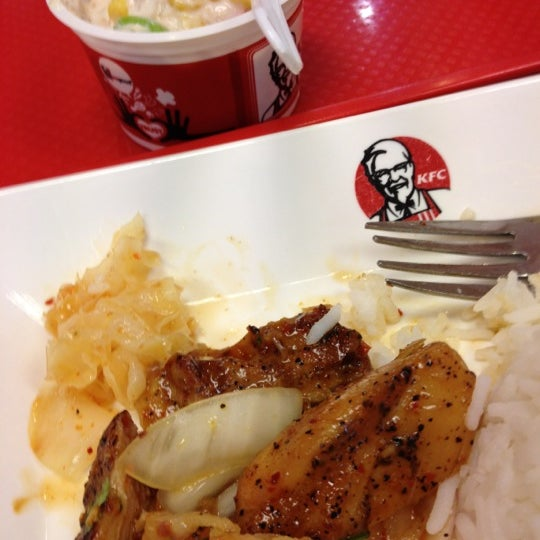 Photo taken at KFC (เคเอฟซี) by pat J. on 5/26/2012