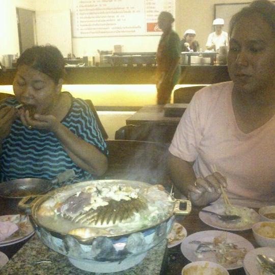 Photo taken at ร่มไทร หมูกระทะ by กะรัต ก. on 5/5/2012