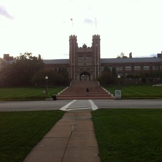 Photo taken at Washington University in St. Louis by Fernando on 3/7/2012