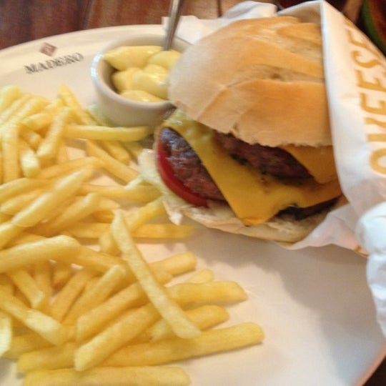 Photo taken at Madero Burger & Grill by Felipe Christian L. on 8/23/2012
