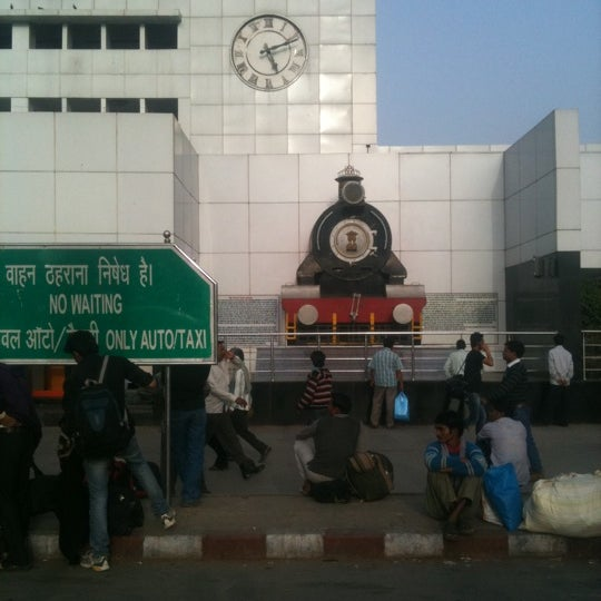 Photo taken at New Delhi Railway Station (NDLS) by Rohan G. on 3/4/2012