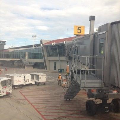 Photo taken at Gate 5 Aeropuerto Internacional Juan Santamaria by Mauricio U. on 8/16/2012