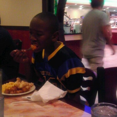Photo taken at Hibachi Grill & Supreme Buffet by Donald L. on 6/8/2012