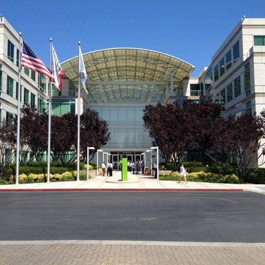 Photo taken at Apple Inc. by Joshua H. on 6/12/2012