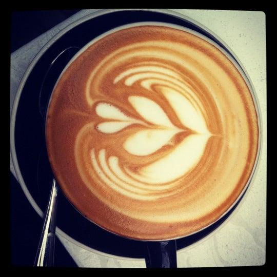 Photo taken at Bonanza Coffee Heroes by Tinna H. on 7/14/2012