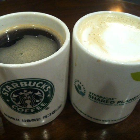 Photo taken at Starbucks by Lalala .. on 8/19/2012