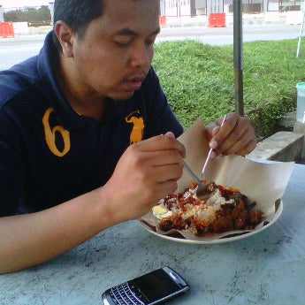 Photo taken at Nasi Lemak 'u' by Adib A. on 3/15/2012