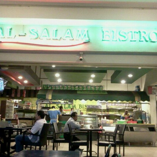 Photo taken at Al Salam Bistro by Mohd N. on 5/7/2012