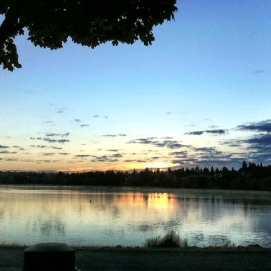 Photo taken at Green Lake Boathouse by Erik B. on 8/31/2012
