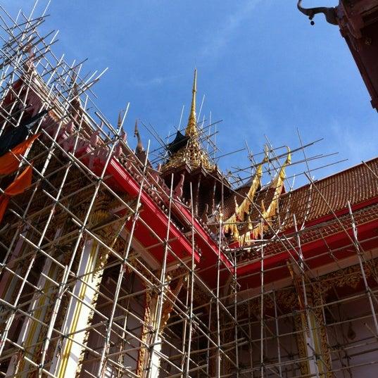 Photo taken at วัดดอนตูม บ้านโป่ง by Nut on 5/27/2012