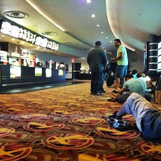 Снимок сделан в AMC Loews Lincoln Square 13 пользователем foodforfel 8/4/2012