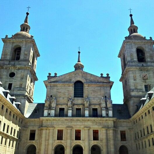 Photo taken at Monasterio de San Lorenzo de El Escorial by Xavi on 7/12/2012