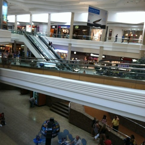 Photo taken at Woodfield Mall by Victor R. on 7/22/2012