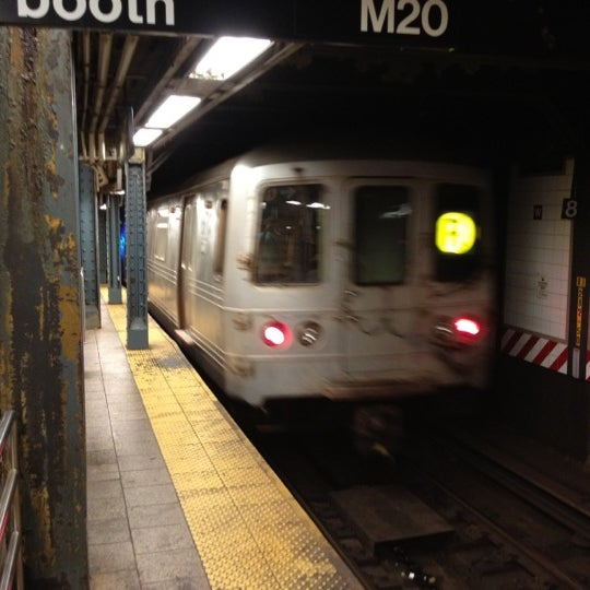 Photo taken at MTA Subway - South Ferry (1) by DeAndre W. on 8/29/2012
