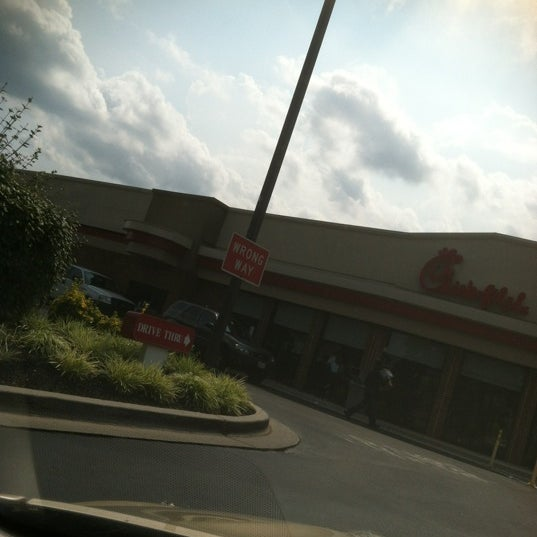 Photo taken at Chick-fil-A by Damien N. on 8/1/2012