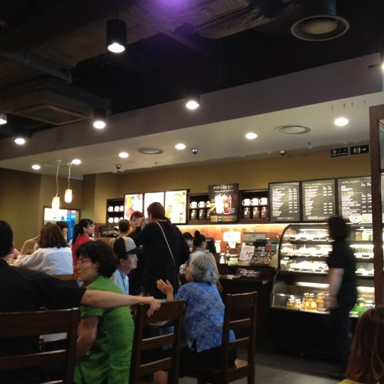 Photo taken at Starbucks by Ryan H. on 8/26/2012