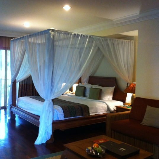 Photo taken at Cyberview Lodge Resort & Spa by adelaine n. on 3/2/2012