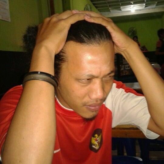 Photo taken at Warung Penyet Lesehan Mas Pur 3 by Himran N. on 9/12/2012
