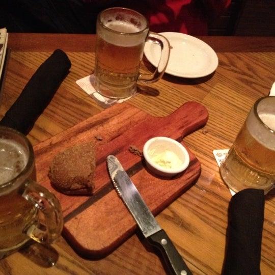 Foto tirada no(a) Outback Steakhouse por Nádia R. em 9/6/2012