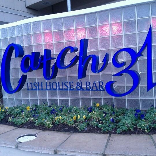 Photo taken at Catch 31 Fish House and Bar by Titus on 2/11/2012