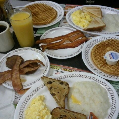 Photo taken at Waffle House by Jahn Q. on 2/25/2012