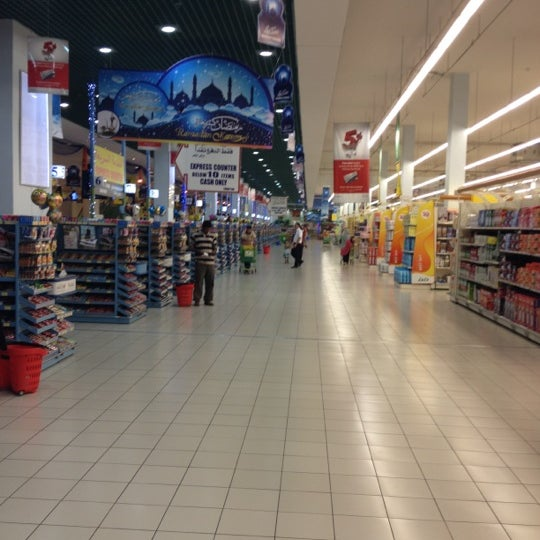 Photo taken at Lulu Hypermarket مركز اللولو by Andrea on 8/14/2012